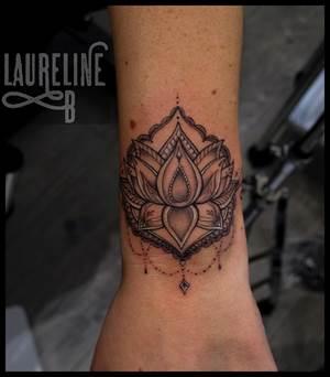 tatouages gravure mandalas arabesques 95 val d 39 oise tattoo. Black Bedroom Furniture Sets. Home Design Ideas